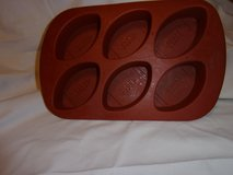 #7006 SILICON MUFFIN PAN MAKES FOOTBALL SHAPE - $7 in Fort Hood, Texas