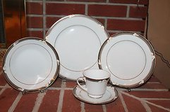 Noritake Porcelain China - Ellington 3691, 5-Piece Place Setting - EUC!! in Naperville, Illinois