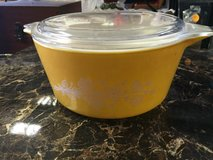 vintage  pyrex cinderella medium mixing bowl with lid butterfly gold #474-b 1.5l in 29 Palms, California