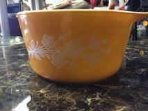 vintage  pyrex cinderella small mixing bowl butterfly gold #473-b 1l in 29 Palms, California