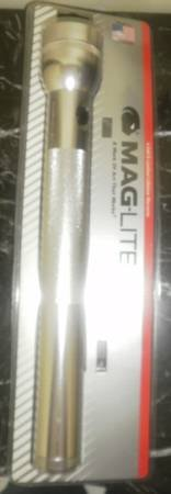 New MAGLITE 4-d cell flashlight Silver mag lite maglight mag-lite 4 d 4D in Naperville, Illinois
