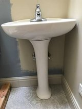 Pedestal sink and faucet in Orland Park, Illinois