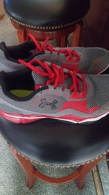 Mens 9.5 under armour shoes in Fort Lewis, Washington