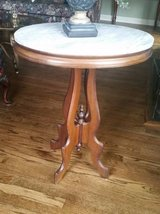 Marble Top Side Table - Excellent Condition in Naperville, Illinois