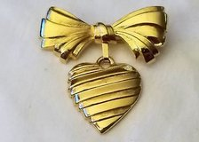 Vintage avon 1986 i love you mother signed bow heart gold tone dangle pin brooch in Kingwood, Texas