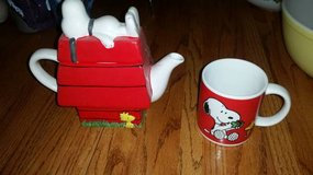 Snoopy and Woodstock (Peanuts) Teapot and Coffee Mug in Travis AFB, California
