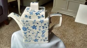 Desirable Blue and White Windsor Teapot in Elgin, Illinois