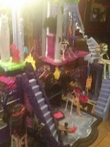 20 Monster High Dolls and Mansion plus accessories in Baytown, Texas