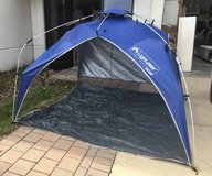 Quick Canopy Instant Pop Up Shade Tent - Minor Damage in Chicago, Illinois
