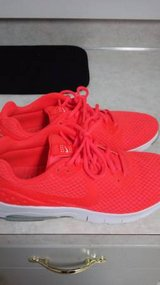 Reduced Mens nike air size 9 in Fort Lewis, Washington