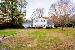Spacious Home Minutes from Ft Campbell in Fort Campbell, Kentucky