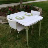 50's Table & 2 Chairs in Aurora, Illinois