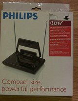philips sdv2210/17 compact indoor hdtv vhf uhf fm high definition tv antenna in Elgin, Illinois