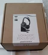 plantronics voyager focus uc b825 stereo bluetooth headset - retail packaging in Bolingbrook, Illinois