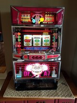 coin slot machine! excellent condition! comes with everything you need to play! in Tinley Park, Illinois