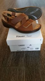 NEW HAUER ADJUSTABLE 3 STRAP SANDAL EURO SIZE 38, US SIZE 7-8 in Tampa, Florida