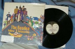 BEATLES YELLOW SUB [ORIG. VINYL APPLE LABEL] in Glendale Heights, Illinois