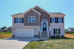 EVERYTHING YOU WANT & MORE!! 4BEDS/3BATH+BONUS in Fort Campbell, Kentucky