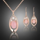 New Natural Crystal Furong Stone Powder Crystal Women 's Necklace & Ea in Fort Drum, New York