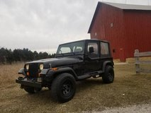 (( A COOL JEEP! )) SUMMER IS COMING JEEP WRANGLER YJ 4X4* FUN TO DRIVE in Oswego, Illinois