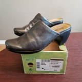 naot grey crinkle patent leather slip on clogs mules shoes size 40 us 9 in Glendale Heights, Illinois