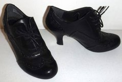 Sz 6M Rialto Black Lace Up Wing Tip Heels / Shoes in Orland Park, Illinois