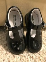 Stride Rite Girls Black Dress Shoes Size 7 in Chicago, Illinois