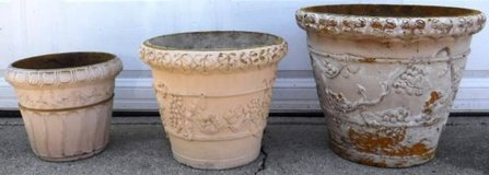 (3) Outdoor Planters - 1 Large, 1 Med, 1 Small Pot in Bolingbrook, Illinois