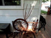 antique spinning wheel with movable yarn winder 14 spoke wooden in Brookfield, Wisconsin