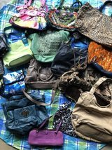 Lot of women's purses/ bags all for $4.00 in Bolingbrook, Illinois