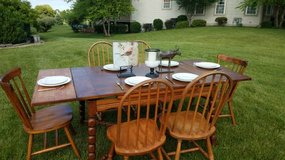 Country Set with Extendable Table & 6 Chairs in Aurora, Illinois