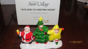 "Dept 56 Snow Village Accessories ""WE'RE GOING TO A CHRISTMAS PAGEANT"" #5435-6 in Byron, Georgia"