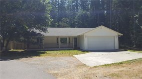 Recently Updated! Fresh Paint & New Flooring! in Fort Lewis, Washington