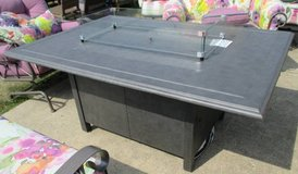 SALE Merchandise Mart Floor Sample - Outdoor Propane Fire-pit Table with Glass in Aurora, Illinois