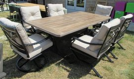 Outdoor Dining Table & 6 Chairs - Merch Mart Sample in Schaumburg, Illinois