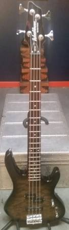 Washburn XB102 Bantam Series Electric Bass Guitar in Lockport, Illinois