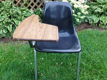 MID CENTURY HOWELL FIBERGLASS DESK CHAIR       ( HERMAN MILLER EAMES ) in Bartlett, Illinois