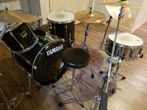 Yamaha 3-piece Stage Custom with cymbals, snare, and stands in Bolingbrook, Illinois