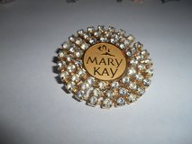 MARY KAY Large Round Clear Rhinestones Goldtone Tac Brooch Pin! Very Nice and Shiny! in Spring, Texas