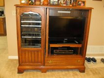 "32"" Flat screen TV, Turntable & Oak Entertainment center $150 for ALL in Naperville, Illinois"