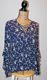 Umgee Blue Floral Flounce Blouse, Med in Bolingbrook, Illinois