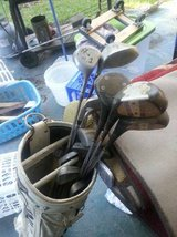 Titlist Golf Clubs withWhite Bag in Cleveland, Texas