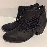 Boots - Black Womens Size 9M in Chicago, Illinois