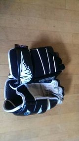 MISSION Hockey Gloves Black/white 13 Inches Lightweight Nice! in Naperville, Illinois
