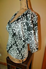 White House Black Market Silky SS V-Neck Top, Fitted Elastic Waist, Small in Naperville, Illinois