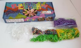 AUTHENTIC RAINBOW LOOK KIT + BOX + LOTS  LOTS OF EXTRA BANDS & C CLIPS in Naperville, Illinois