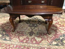 Oval coffee table good condition in Bolingbrook, Illinois