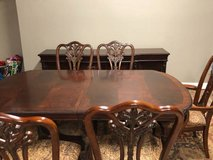 Unique dining room table and buffet EUC in Joliet, Illinois