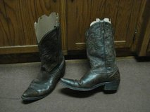 MEN'S WESTERN STYLE BOOTS SIZE 10D in Naperville, Illinois