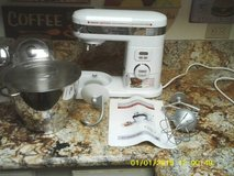 reduced...CUISINART 5.5 QUART MIXER STAND  NEW NEVER USED ALL TOOLS INCLUDED in Orland Park, Illinois